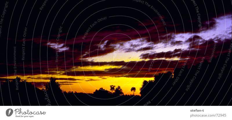farbverlauf Himmel blau ruhig schwarz Wolken Stil Bewegung Wärme Stimmung orange Zeit Horizont Frieden Physik Sonnenaufgang diagonal