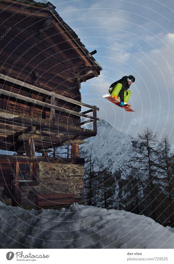 drop anything, but no bombs Mensch Jugendliche alt grün Junger Mann Haus Winter Berge u. Gebirge Bewegung Schnee Stil Sport Lifestyle außergewöhnlich fliegen springen
