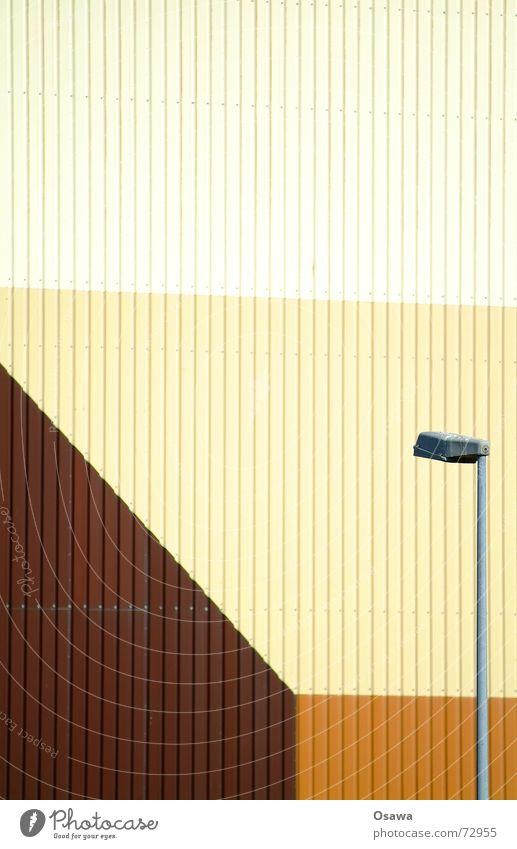 Kraftwerk 3 - Würstchenfarben Wellblech Trapezblech Gewerbe Anstrich braun beige Laterne Farbe würstchenfarben Lagerhalle Industriefotografie