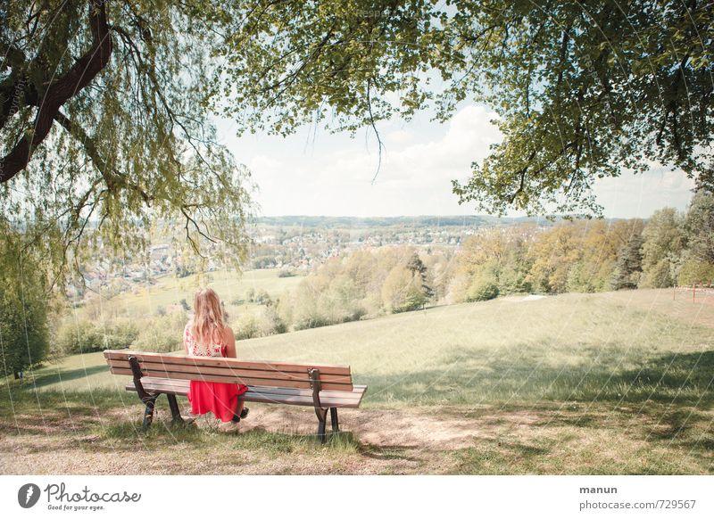 Fernsicht Mensch Natur Jugendliche Sommer Einsamkeit Erholung Junge Frau Landschaft ruhig Ferne Erwachsene Frühling Glück Denken natürlich Freizeit & Hobby