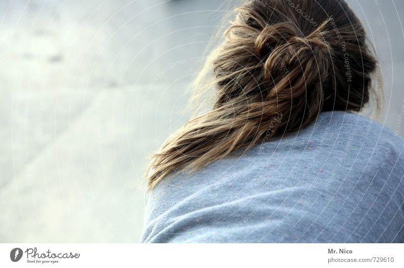 haarmonie Lifestyle harmonisch Zufriedenheit Erholung ruhig feminin Mädchen Kopf Haare & Frisuren Rücken 1 Mensch 8-13 Jahre Kind Kindheit Umwelt Pullover blond