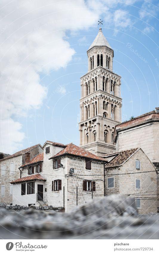 Turm in Split Stadt Haus Architektur Kirche Bauwerk Skyline Stadtzentrum Sehenswürdigkeit Altstadt Kroatien