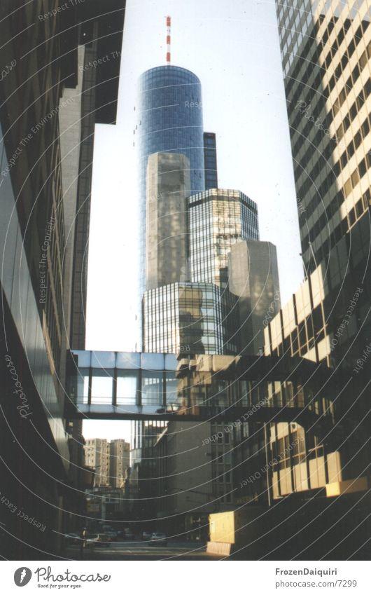 Häuserschlucht Architektur Hochhaus Bank Turm Frankfurt am Main