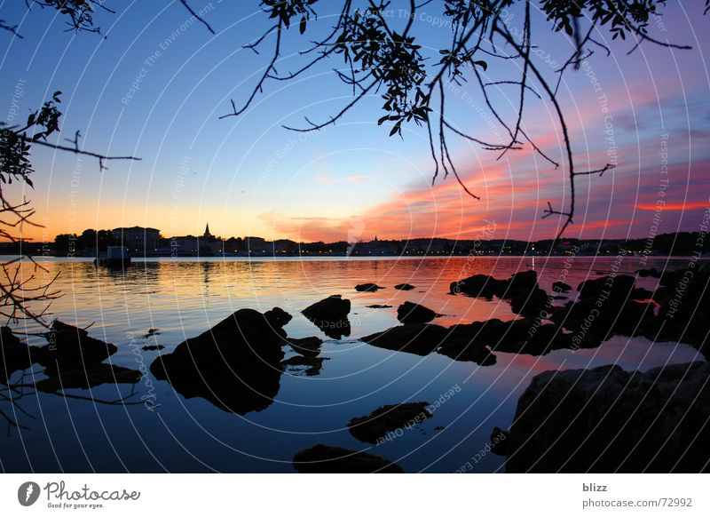 Waterstones Meer Sonnenaufgang Wolken Gegenlicht ruhig Ferien & Urlaub & Reisen Morgen Glätte Kitsch Stein Wasser Zweig Idylle postkartenmotiv sunrise seascape