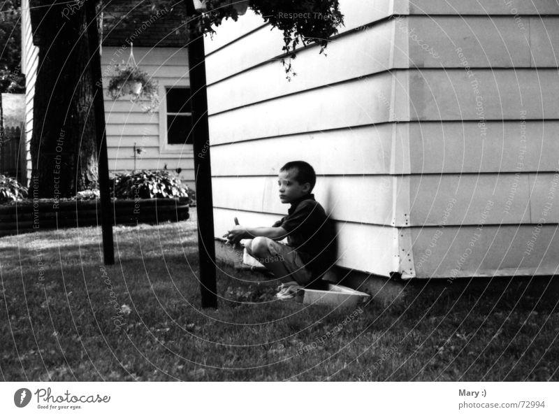 The Lonesome Child Denken Einsamkeit Trauer Kind Junge Schwarzweißfoto Traurigkeit Verzweiflung