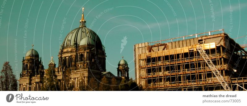 generationskonflikt Himmel Berlin Religion & Glaube Metall glänzend Stahl DDR Konstruktion Dom Zerstörung Christentum Gegenteil Demontage Politik & Staat