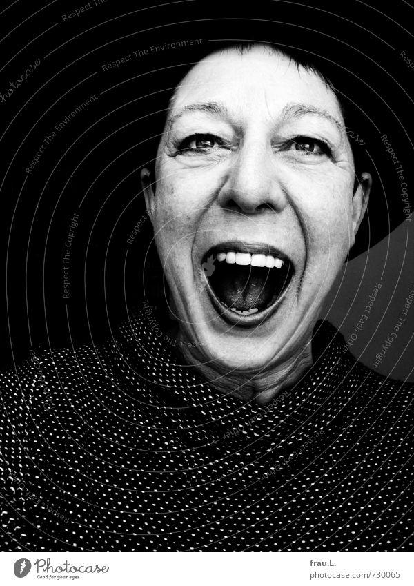 Laut Mensch feminin Frau Erwachsene Weiblicher Senior Gesicht 1 60 und älter Pullover Hut schwarzhaarig kurzhaarig lachen alt einzigartig Übermut künstlich