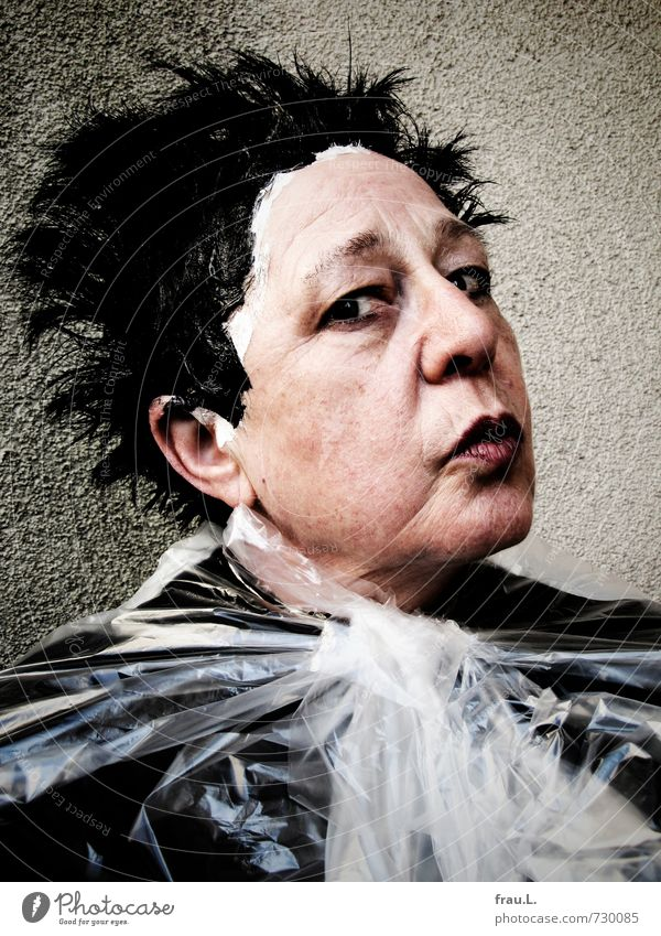 beim Frisör Mensch Frau alt schön Erwachsene Gesicht Senior feminin Haare & Frisuren Kopf verrückt 60 und älter Weiblicher Senior Hautfalten Wut Schminke