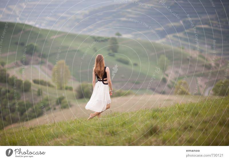 Die Schöne vom Kaiserstuhl Mensch Frau Natur Jugendliche Ferien & Urlaub & Reisen schön grün Junge Frau Erholung Landschaft ruhig Freude Ferne Erwachsene