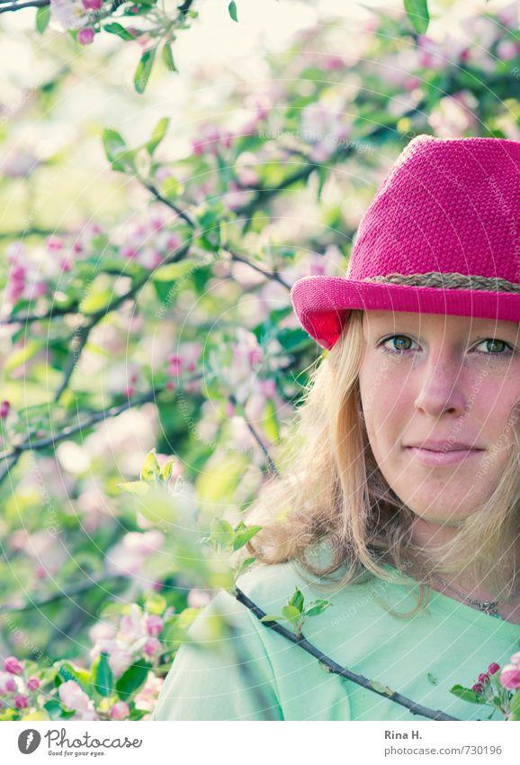 Pink III Mädchen Junge Frau Jugendliche Leben 1 Mensch 13-18 Jahre Kind Natur Frühling Schönes Wetter Baum Blüte Garten T-Shirt Hut blond langhaarig Blühend