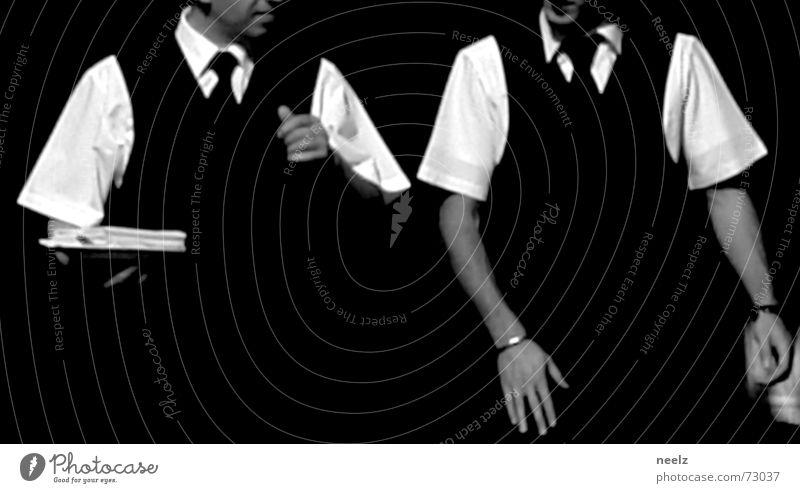 Server_05 Mensch Mann Hand weiß sprechen 2 Arme Glas Aktion Restaurant Dienstleistungsgewerbe Hemd gestikulieren Kellner kredenzen