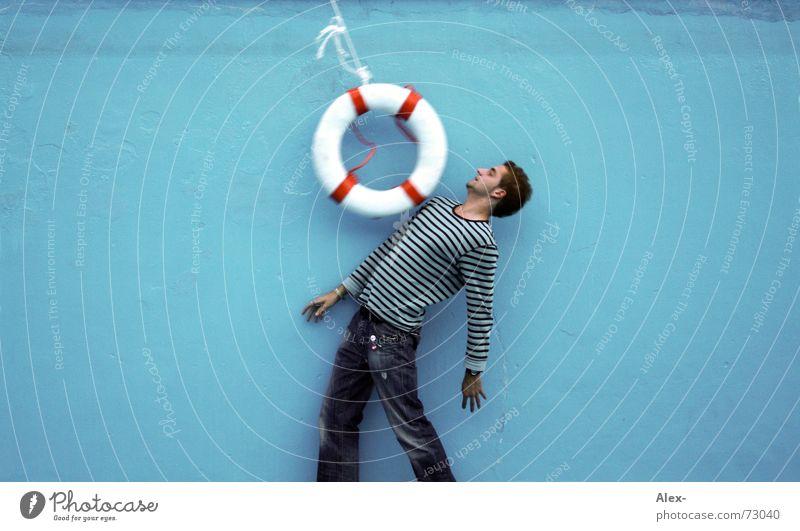 Knapp vorbei ... Seemann Schwimmbad Rettungsring gehen Manöver ducken bücken biegen Reaktionen u. Effekte Streifen Kreis gefährlich vergangen Zufall Schicksal