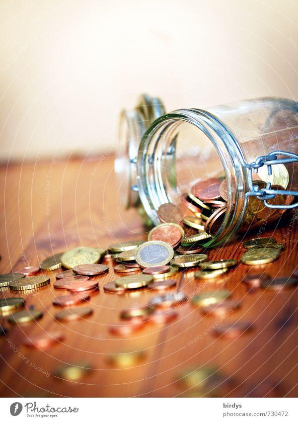 Notgroschen Metall glänzend Glas authentisch Energie Geld Reichtum reich sparen Holzfußboden Kapitalwirtschaft Euro Originalität Krise Geldmünzen Spardose