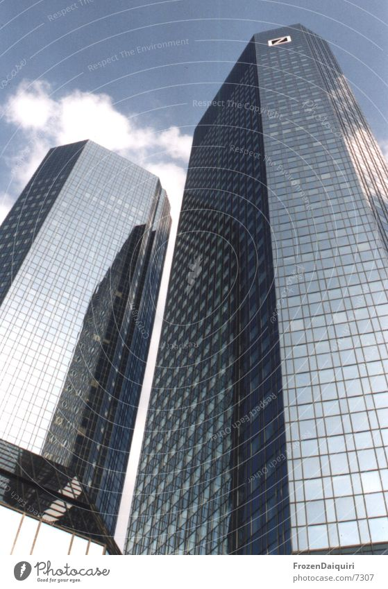 Twintowers Hochhaus Frankfurt am Main Fluchtlinie Bürogebäude Architektur Deutsche Bank zwillingstürme Himmel Skyline