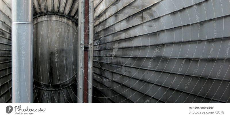 Gegensätze ziehen sich an grau Linie dreckig Design Kreis Industriefotografie Röhren silber Gegenteil Täuschung Tank wahrnehmen Müllverbrennung