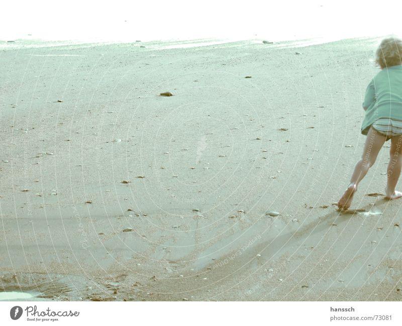 Strandjunge Meer Sommer Strand Junge Spielen Glück Sand hell laufen frei Schwimmen & Baden Frankreich blenden