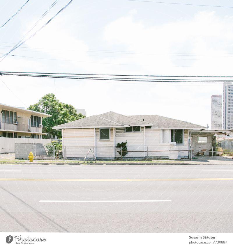 holzhütte Kleinstadt Stadt Haus Einfamilienhaus Hütte Häusliches Leben Honolulu Holzhaus Straßenverkehr verkehrsarm Verkehrswege Kabel Hawaii Oahu Farbfoto