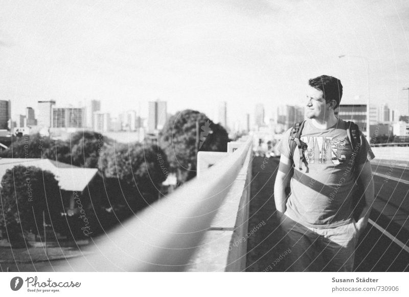 mccully st Mensch Jugendliche Stadt Erholung ruhig Haus Junger Mann Erwachsene Stimmung maskulin Körper Hochhaus Beginn Brücke T-Shirt Konzentration