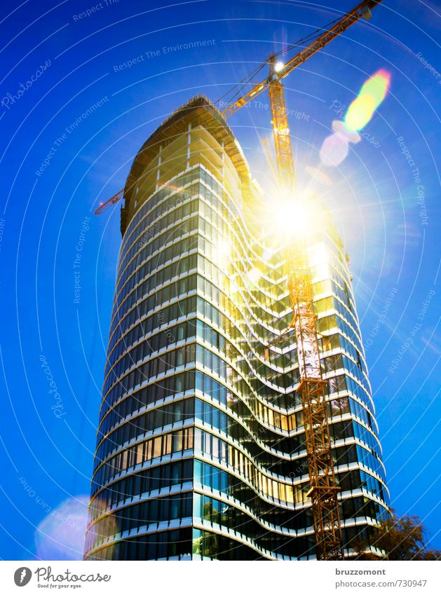 Höher Schneller Weiter Baustelle Handwerk Stadt Hochhaus Bauwerk Gebäude Architektur Fassade Fenster Skyoffice Arbeit & Erwerbstätigkeit bauen elegant modern