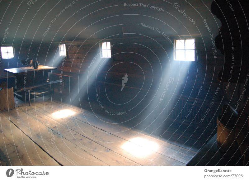Lichtdurchflutet Fenster Sonne Raum Bauernhof Landwirtschaft heizen Küche Stimmung rauchkuchl Rauch Schatten Lichterscheinung früher Amerika