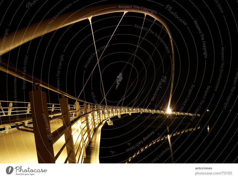 Treasure Brigde weiß schwarz dunkel Linie Beleuchtung Metall gold Industrie Brücke Fluss geheimnisvoll Stahl Geländer edel Aussehen Regenbogen