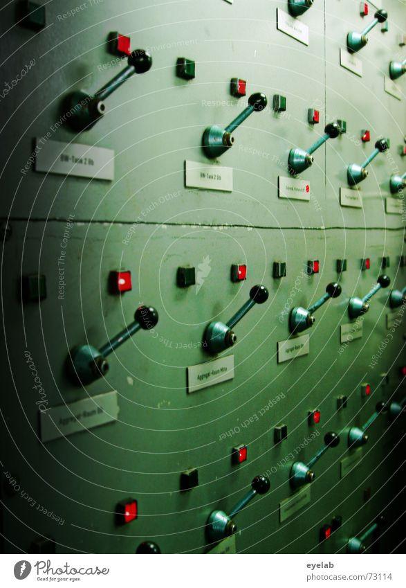 Hebelwirkung V1.1 grün Maschine Schalter Stahl rot grau Arbeit & Erwerbstätigkeit retro Grunge Industriefotografie Raumfahrt Navigation Flugzeug Elektrizität