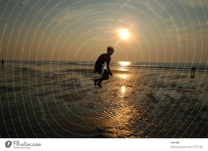 junge flieg zum Himmel, das kann doch nicht so schwer sein Sonne Meer Ferne springen Freiheit Wärme Kraft fliegen Suche Wattenmeer Astronaut ursprünglich