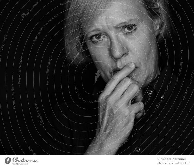 Grübeln Mensch Frau Hand Erwachsene Leben Traurigkeit Senior Gefühle feminin natürlich Denken Kopf Stimmung blond 45-60 Jahre beobachten