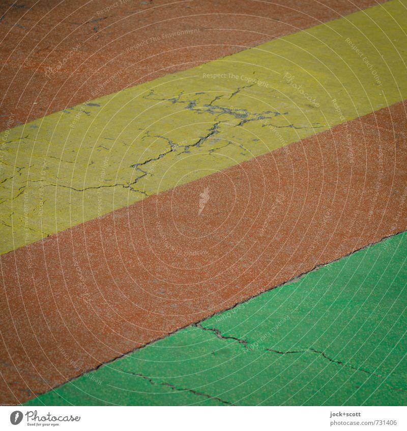 Streifen auf der Straße Verkehrswege Wege & Pfade Fahrbahnmarkierung authentisch einfach gelb grün rot Sicherheit Riss quer Zahn der Zeit Hintergrundbild