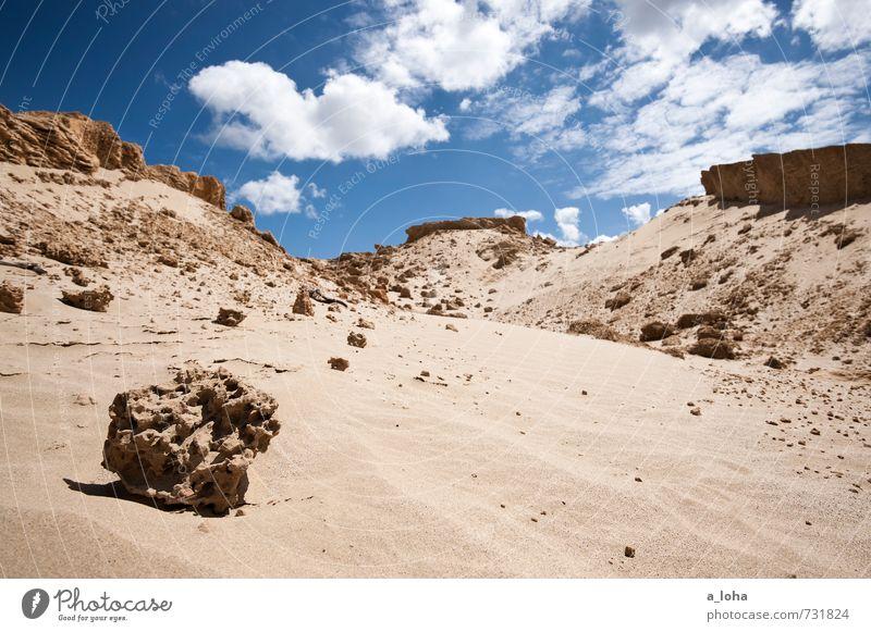 Sandstein in Formation Umwelt Natur Landschaft Urelemente Erde Himmel Wolken Sommer Schönes Wetter Wärme Küste Strand Meer Fernweh rein Ferne Stranddüne