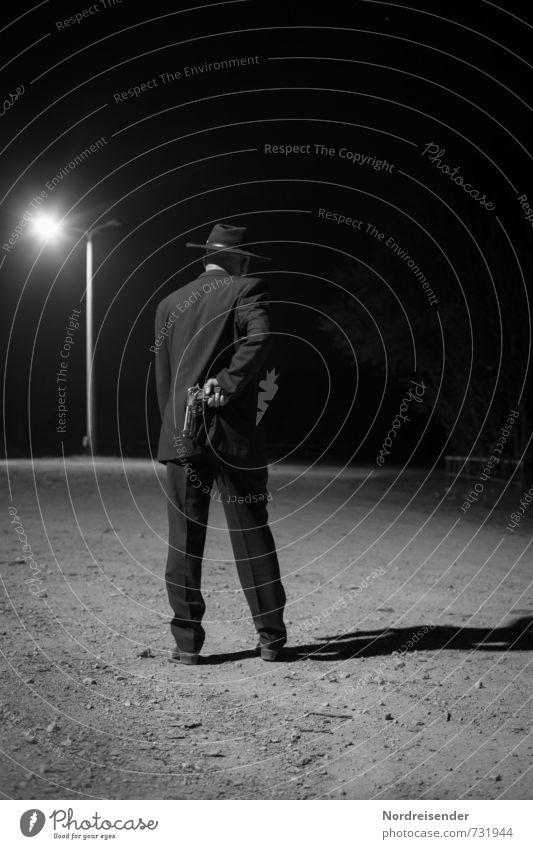 Dunkelmann Mensch maskulin Mann Erwachsene 1 Straße Anzug Hut bedrohlich dunkel Mut Wachsamkeit Angst gefährlich Stress Nervosität Misstrauen Neid dumm falsch