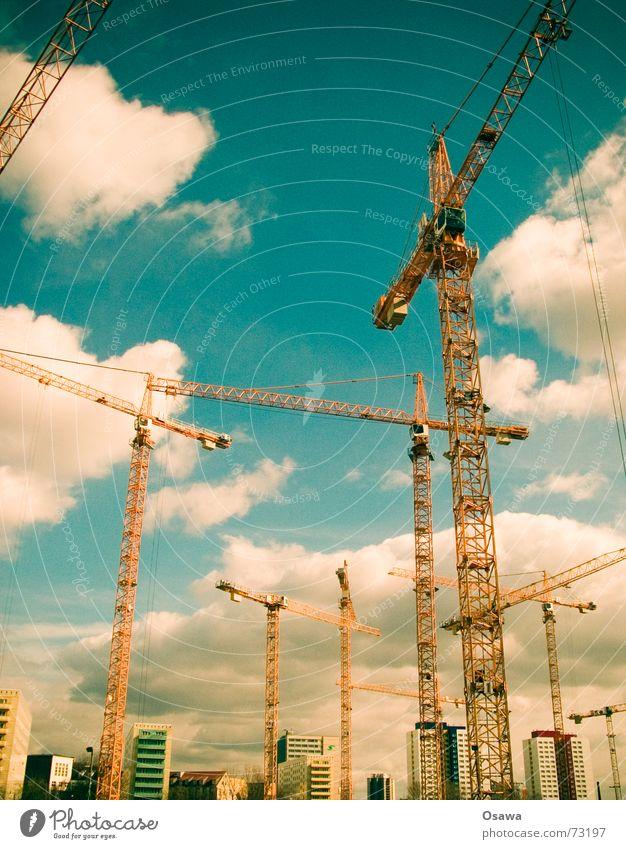 Orgie Himmel Wolken Berlin Baustelle Stahl bauen Kran Plattenbau Einkaufszentrum Kranich Drahtseil Fachwerkfassade Ausleger