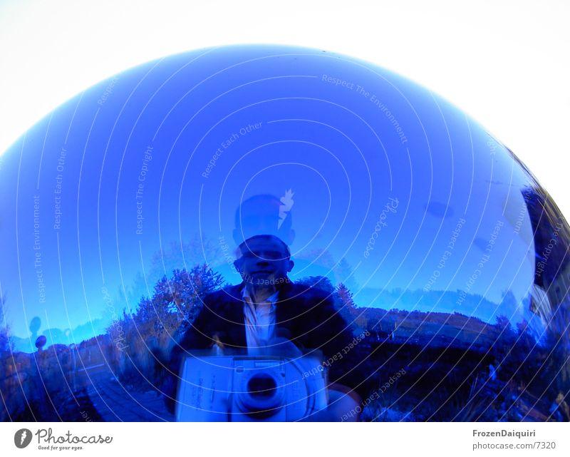 rundguck Mann Fotograf Haus Fischauge rosenkugel blau Himmel Fotokamera