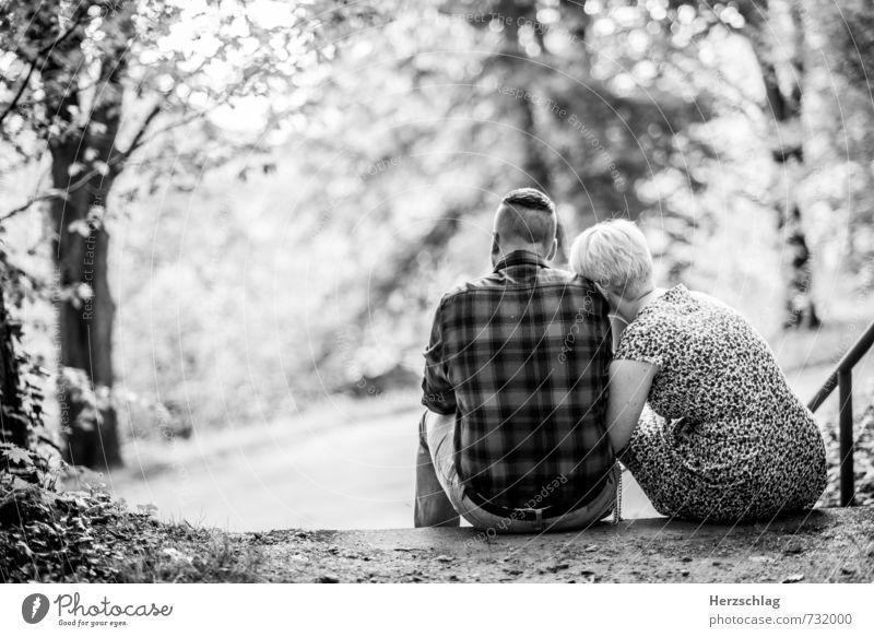 An deiner Seite Paar Partner 2 Mensch berühren sitzen Zusammensein kuschlig positiv Wärme Lebensfreude Vertrauen Geborgenheit Ehrlichkeit Partnerschaft