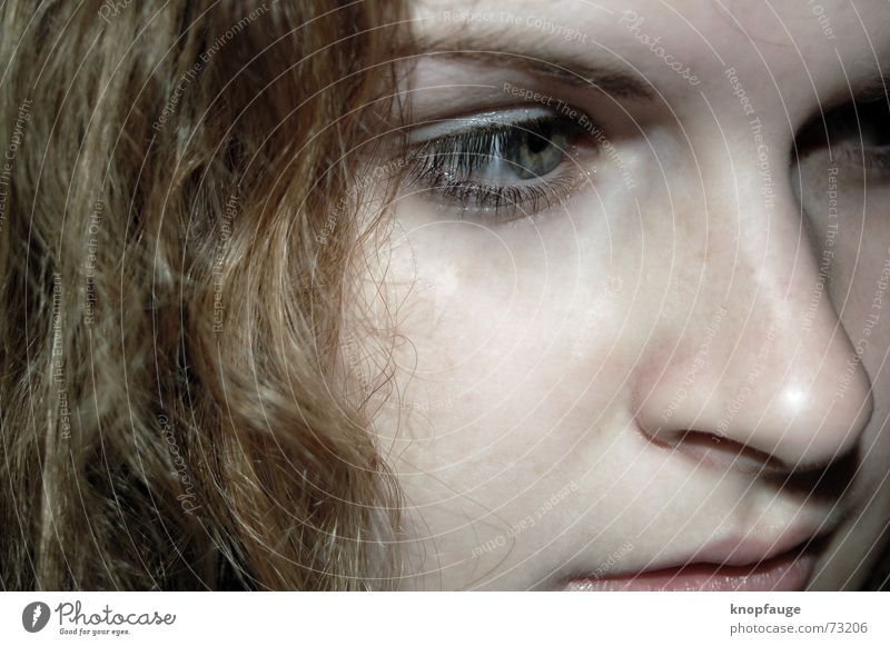 .Mulle träumt. Frau Auge träumen Haare & Frisuren Denken Wildtier bewegungslos verträumt