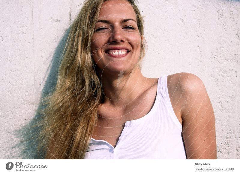 und es war Sommer Sommerurlaub Junge Frau Jugendliche Haare & Frisuren Gesicht 18-30 Jahre Erwachsene Hemd blond langhaarig Lächeln lachen leuchten ästhetisch