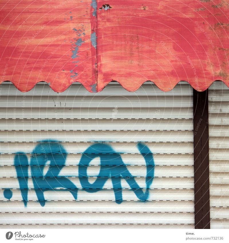Schlussakkord Fassade Jalousie Markise Rollladen Kunststoff Graffiti alt kaputt listig trashig mehrfarbig Müdigkeit Enttäuschung Erschöpfung Senior Design