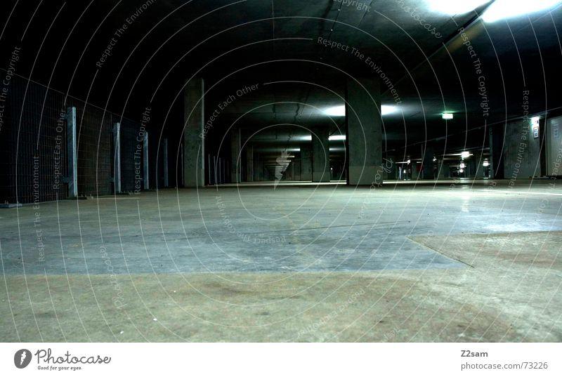 tg_light Tiefgarage Licht Tunnelblick glänzend Teer unten Richtung vorwärts grün Metall metallig Bodenbelag Strukturen & Formen Pfosten Perspektive Linie