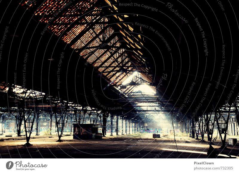 Alte Fabrikhalle blau Stadt schwarz dunkel Wand Architektur Mauer grau außergewöhnlich braun Stimmung Metall Angst Fassade Beton bedrohlich