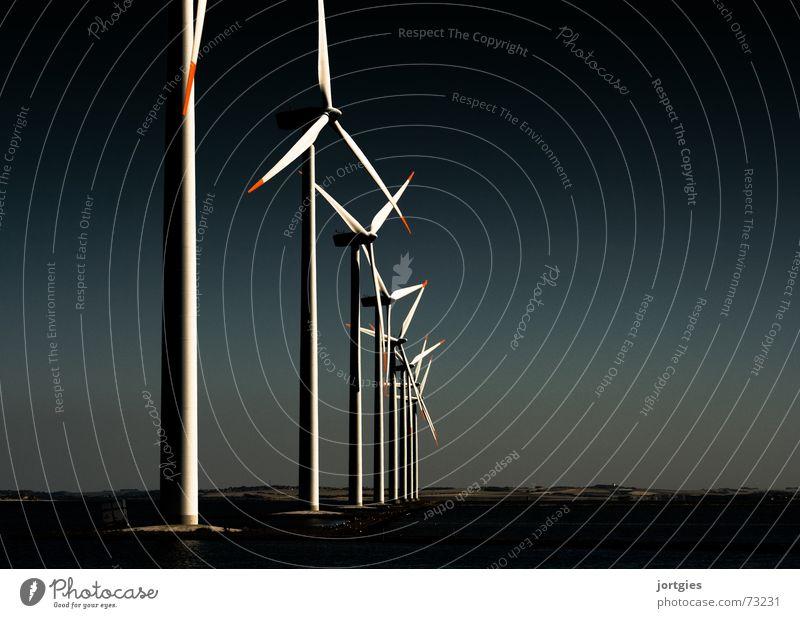 Abends am Fjord #3 Industrie Energiewirtschaft Technik & Technologie Erneuerbare Energie Windkraftanlage Umwelt Wasser Klima Klimawandel Küste Bucht Erdöl