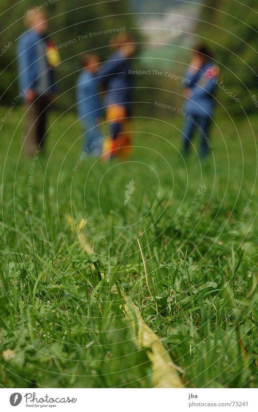 Grenze! Mann grün gelb Wiese Spielen Gras Statue Tiefenschärfe Amerika Halm Leiter Abtrennung Trennlinie