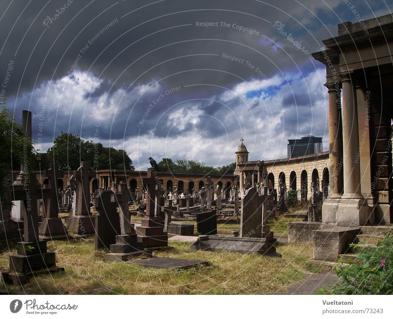 Dark side of Chelsea London Friedhof Wolken England dunkel chelsea cemetery britain