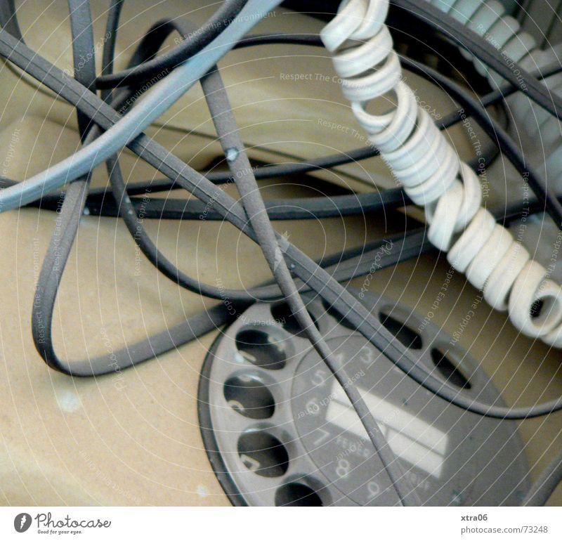 alt Telefon Kabelsalat Müll Büromüll kaputt Telefonhörer Schnur Wählscheibe gebraucht Verständigung fehlerhaft flau Zifferblatt verbinden Agentur Hausmüll