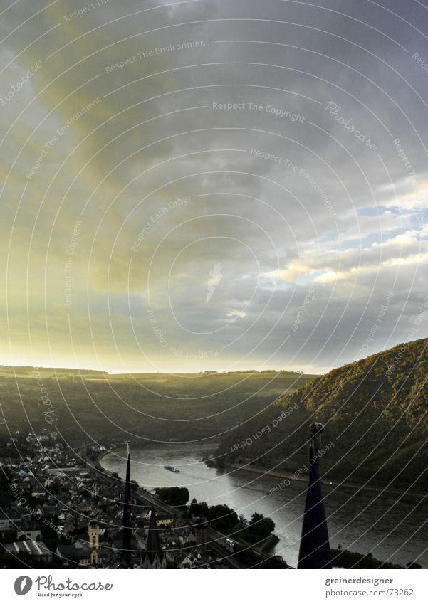 Rhein Wasser alt Himmel Wolken dunkel grau Regen Wasserfahrzeug Stimmung Angst Deutschland Europa Elektrizität Fluss Sturm historisch