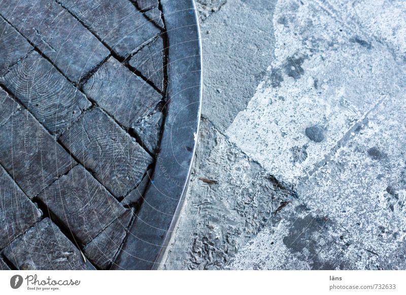 Zugang Altstadt Wege & Pfade Stein Holz blau grau Boden Bodenbelag Eisen Farbfoto Muster Strukturen & Formen Menschenleer