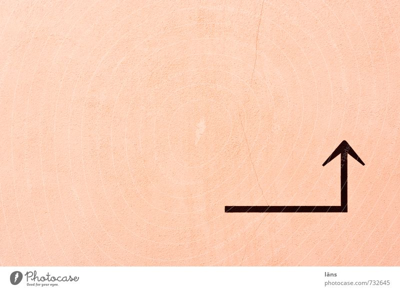 Richtungswechsel Wand rosa Ecke Pfeil Hinweis