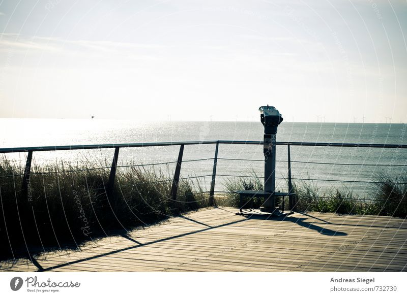 Weitsicht Umwelt Natur Landschaft Himmel Horizont Sommer Schönes Wetter Gras Küste Meer Teleskop Fernglas Geländer beobachten entdecken Erholung Ferne frei