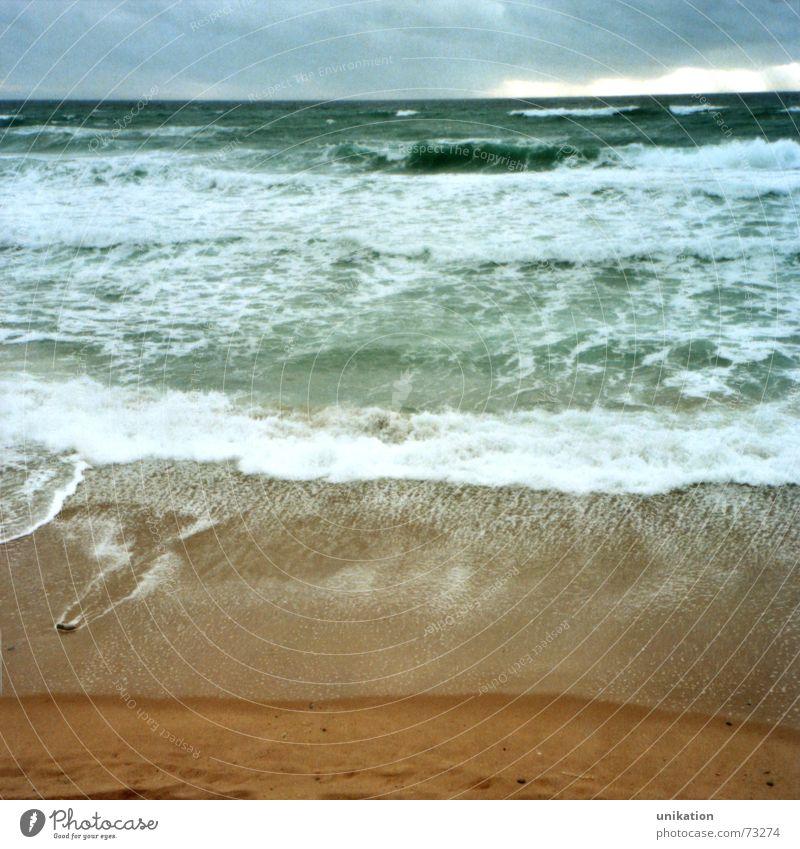 Biarritz Meer Ferien & Urlaub & Reisen Meerwasser Strand Wolken Gischt Glätte regelmässig ruhig Atlantik Wellen Brandung Horizont Wasser Himmel auf und ab