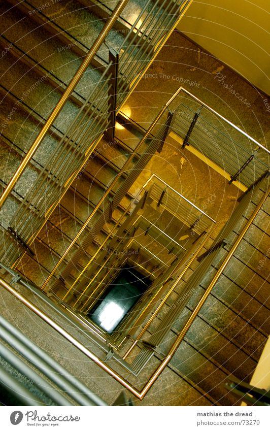 ...am ende kommt das licht... Flur Stahl eckig bedrohlich leer gelb Geometrie streben Treppenhaus Etage parallel Licht Geländer mamor tief Rechteck Ecke