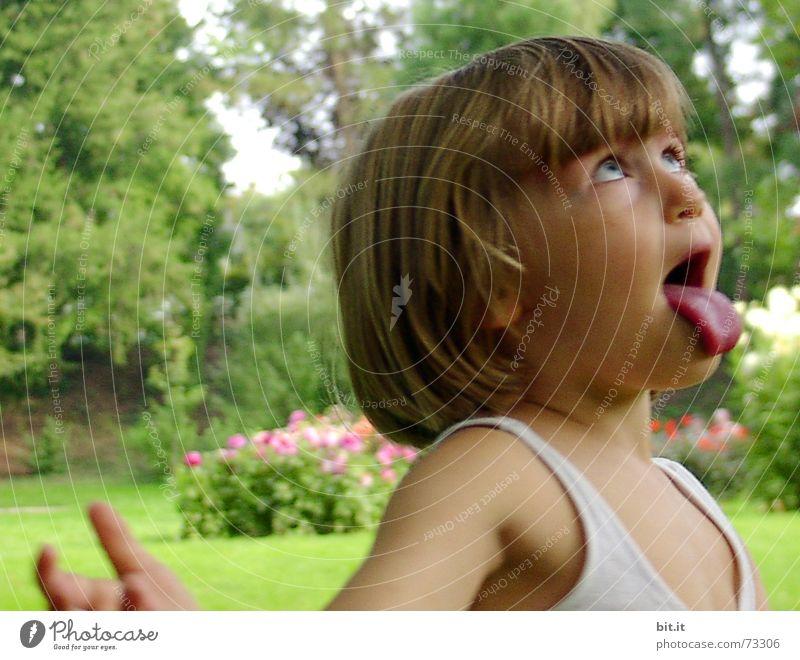 FREUDEpur Mädchen Kind Garten lustig blond niedlich Gesichtsausdruck positiv frech Mund Pony Zunge 3-8 Jahre drollig Spaßvogel Übermut